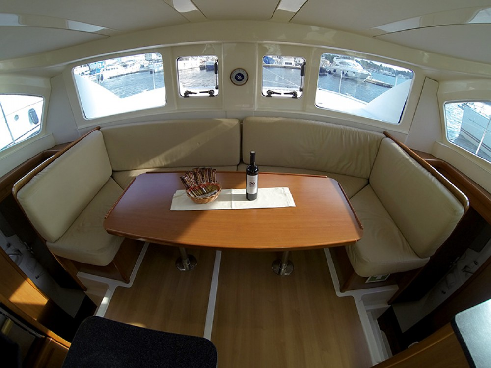 Rental Catamaran in Šibenik - Leopard Leopard 38