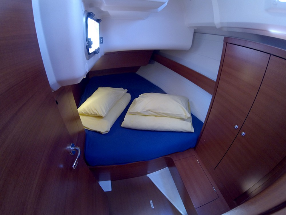 Boat rental Dufour Dufour 375 GL in Šibenik on Samboat