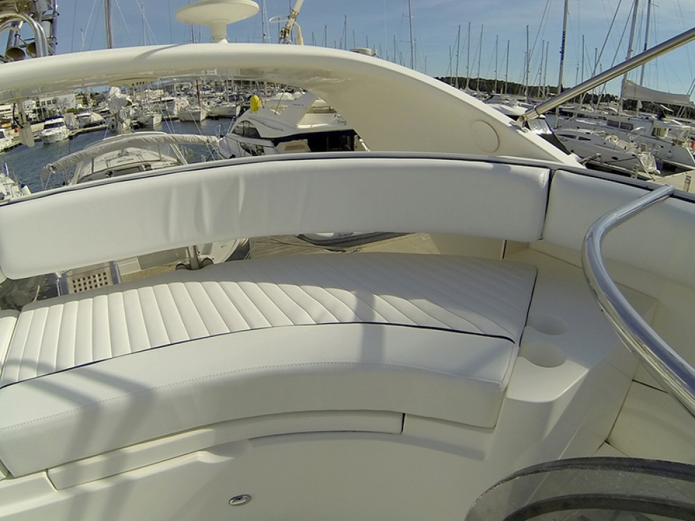 Hire Motorboat with or without skipper Fairline