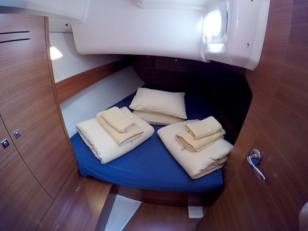 Boat rental Dufour Dufour 382 GL in Šibenik on Samboat