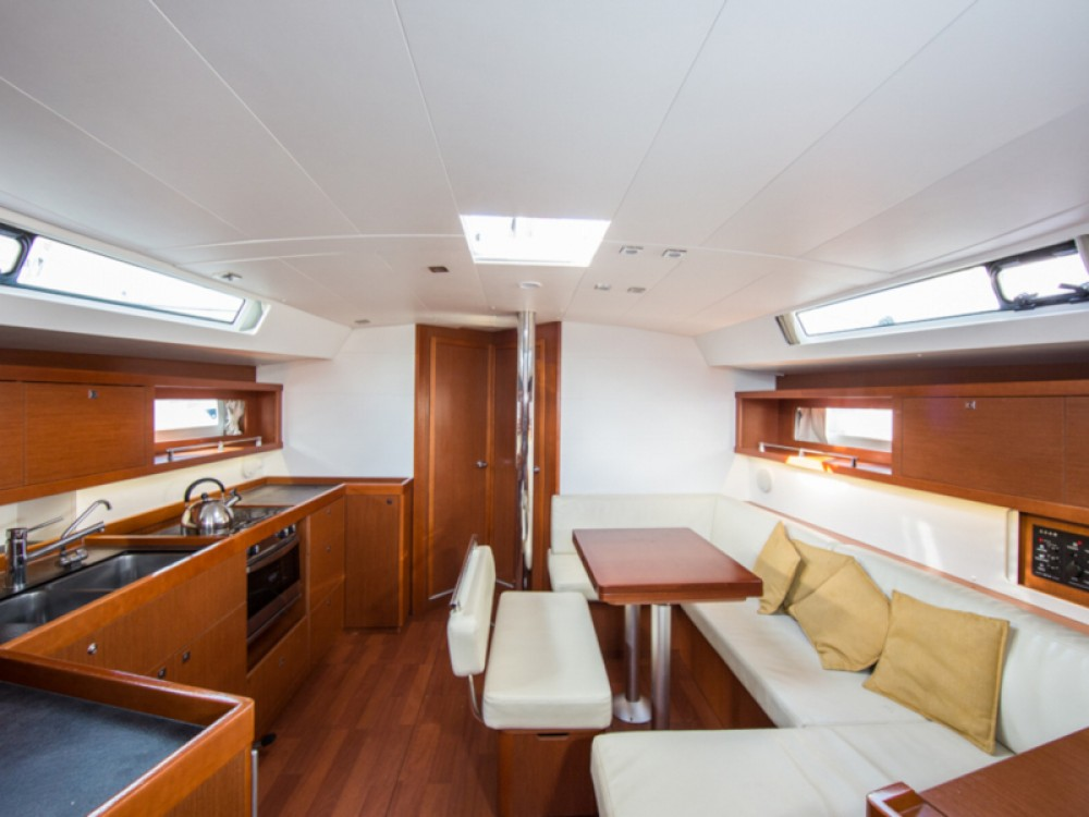 Boat rental Bénéteau Oceanis 45 in Skiathos on Samboat