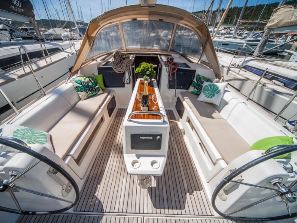 Rental Sailboat in Primošten - Dufour Dufour 410 Grand Large