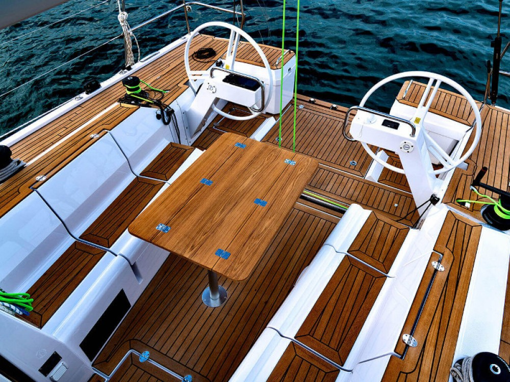 Rental Sailboat in Primošten - Elan Elan E5