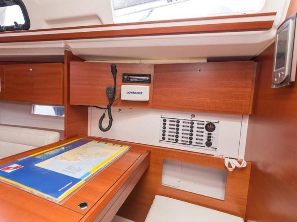 Rental Sailboat in Primošten - Dufour Dufour 335 Grand Large