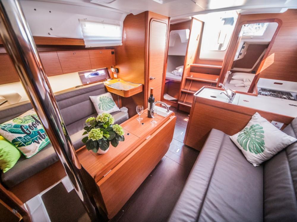 Rental Sailboat in Primošten - Dufour Dufour 350 Grand Large