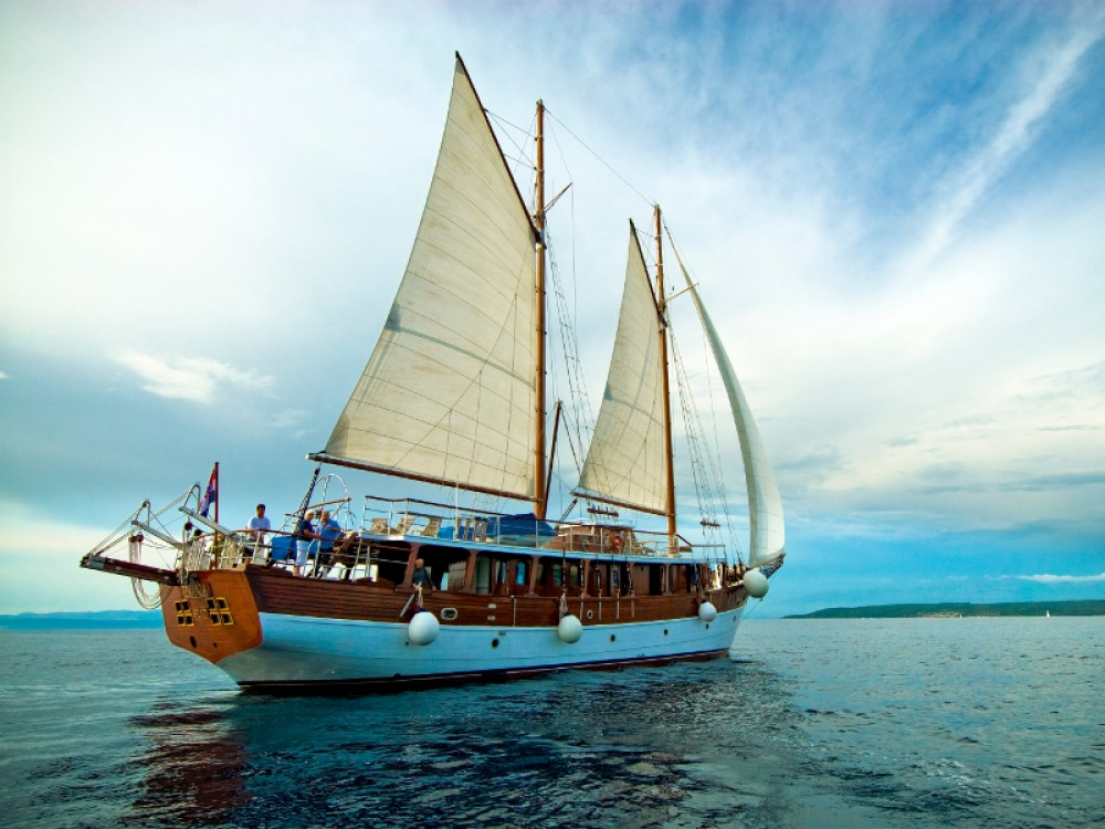 Sailboat for rent Stobreč at the best price