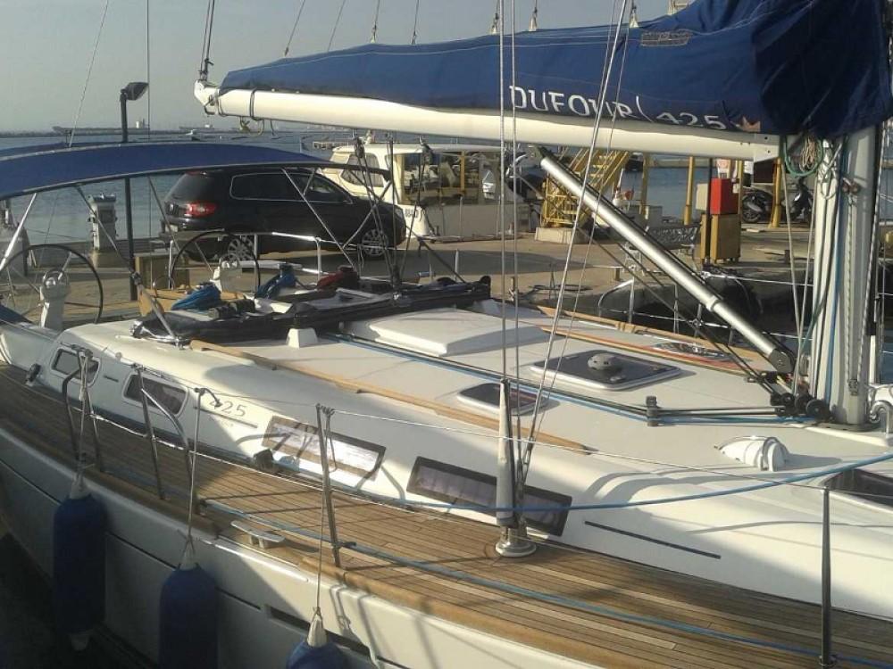 Boat rental Dufour Dufour 425 GL in Taranto on Samboat