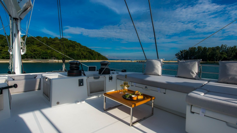Boat rental El Nido cheap Lagoon 620 - 5 cab