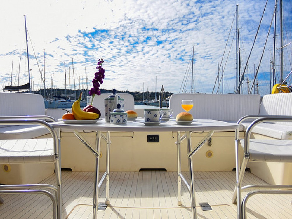 Rental Motorboat in Kontokali - Princess Princess 45