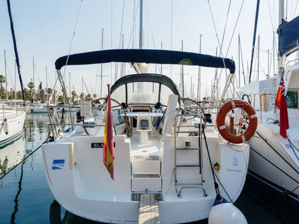 Boat rental Port Olímpic cheap Beneteau Oceanis 43