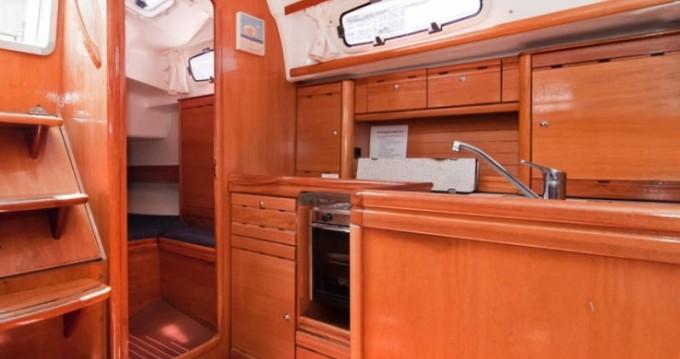 Rental Sailboat in Barcelona - Bavaria Bavaria 37 Cruiser