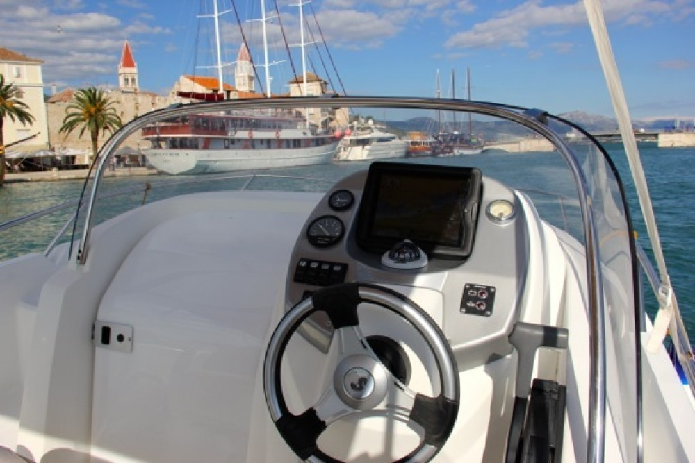 Hire Motor boat with or without skipper Bénéteau ACI Marina Trogir