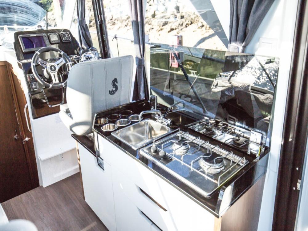 Rental Motor boat in D-Marin Borik - Bénéteau Antares 9 OB