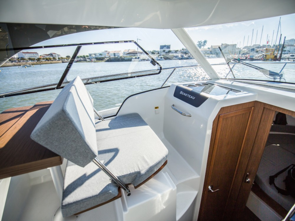 Hire Motor boat with or without skipper Bénéteau D-Marin Borik