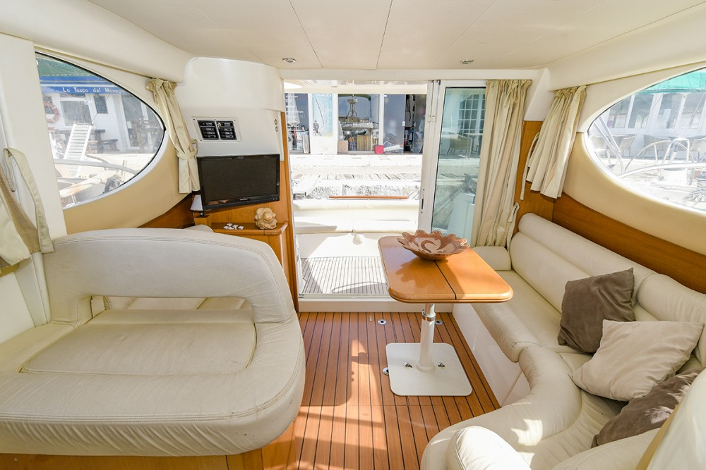Hire Motor boat with or without skipper Jeanneau Port esportiu d'Aiguadolç
