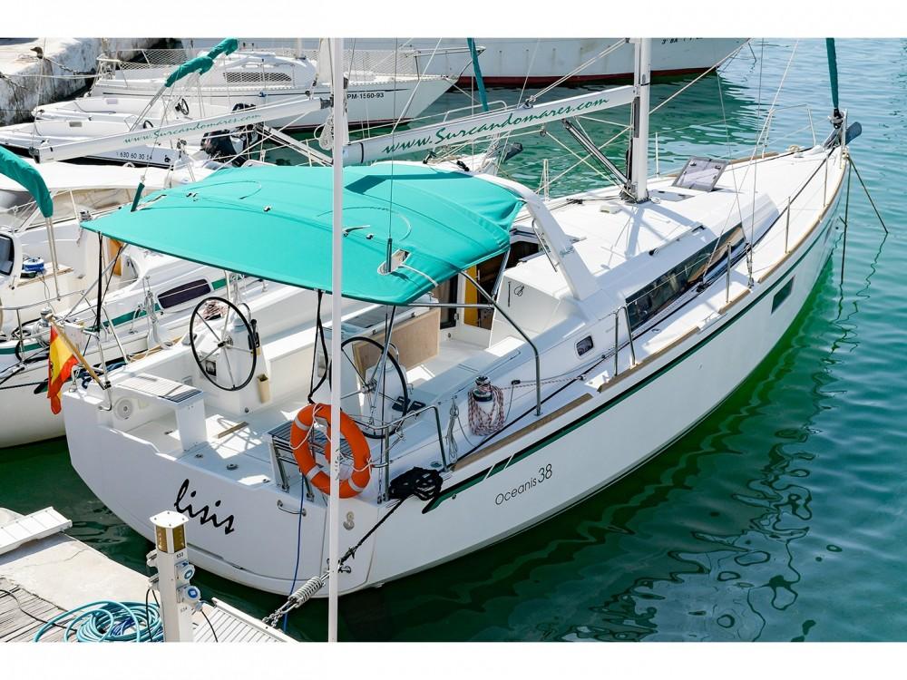 Boat rental Bénéteau Oceanis 38 in  on Samboat