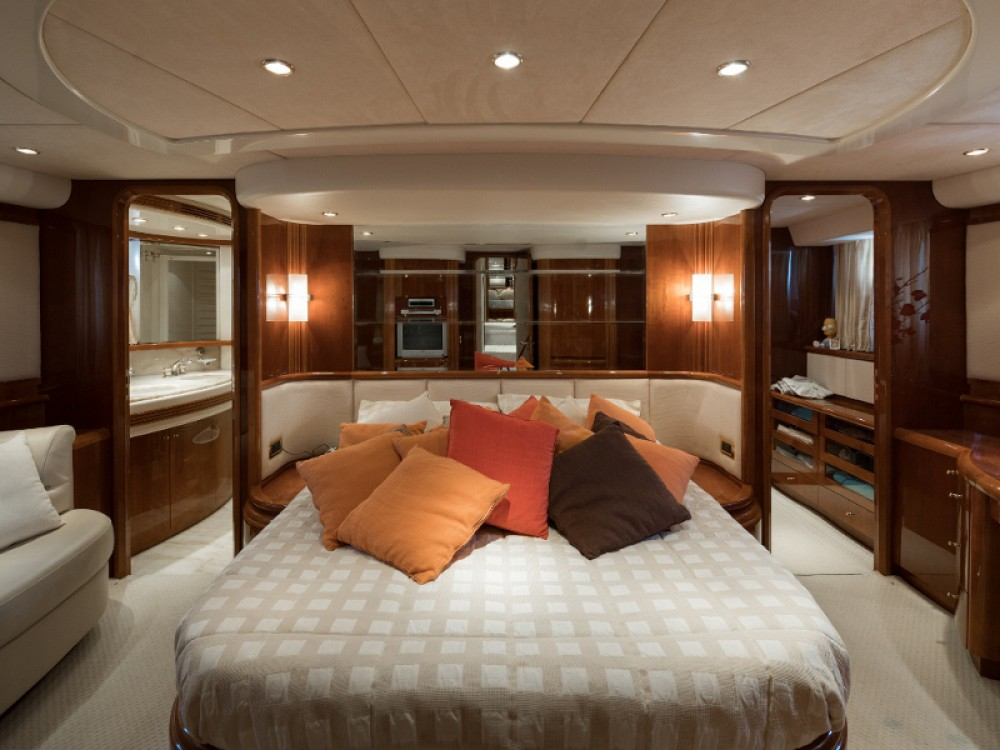Hire Yacht with or without skipper Azimut