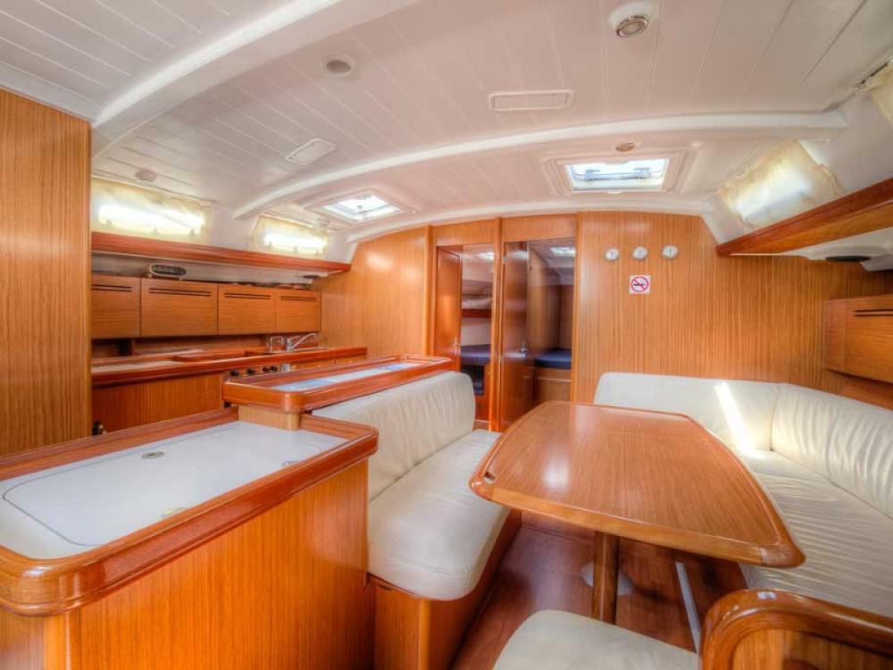 Boat rental San Vincenzo cheap Cyclades 50.5