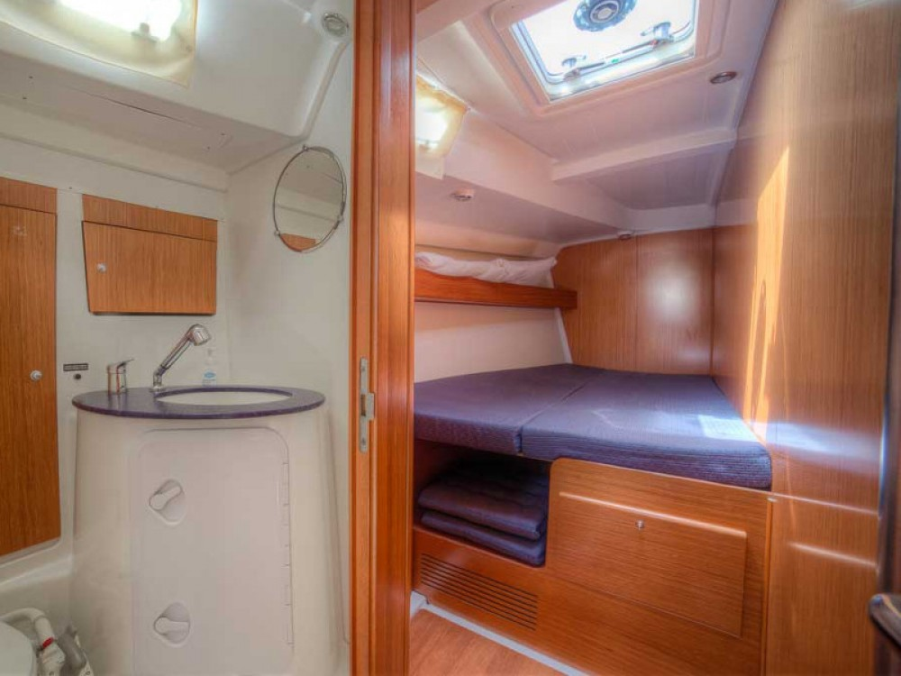 Boat rental Bénéteau Cyclades 50.5 in San Vincenzo on Samboat
