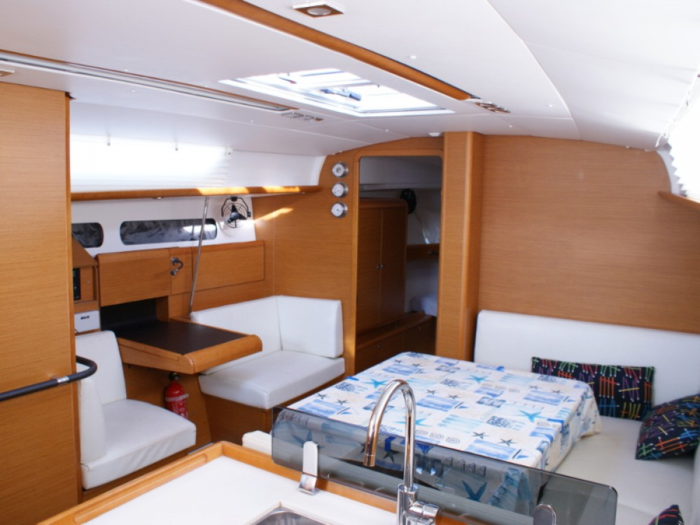 Jeanneau Sun Odyssey 409 between personal and professional San Vincenzo