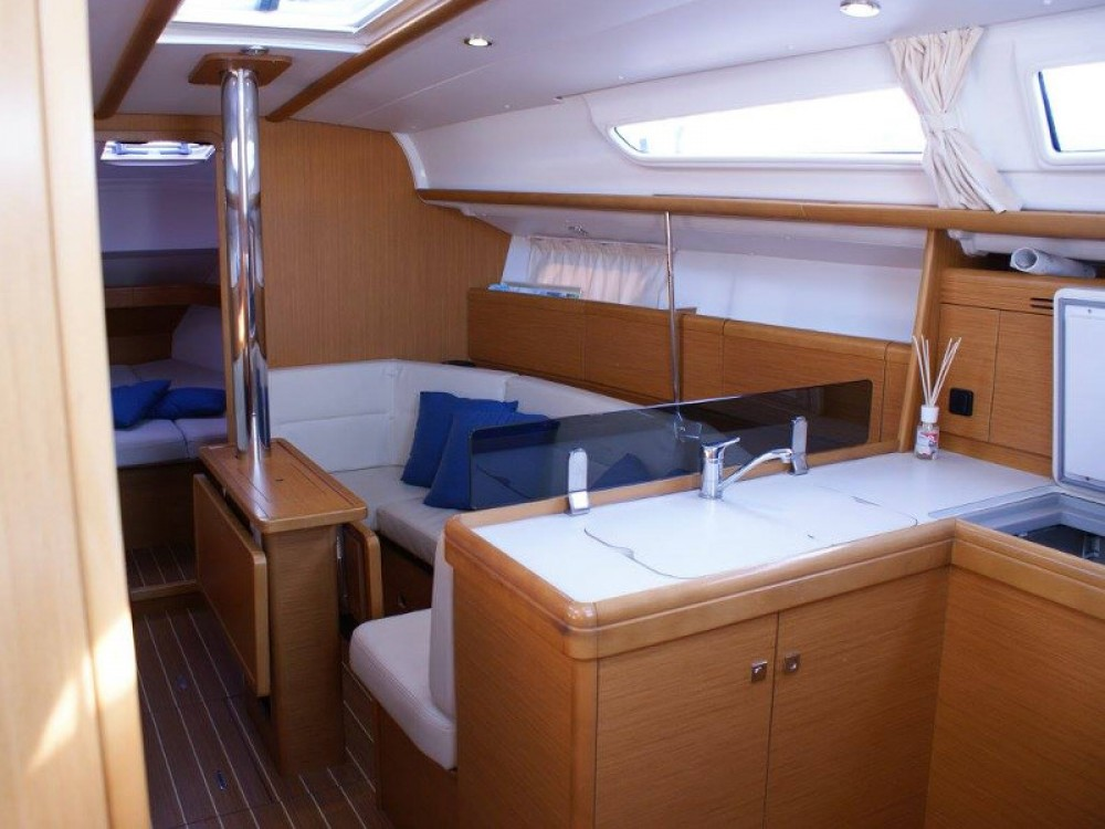 Boat rental Jeanneau Sun Odyssey 36i in San Vincenzo on Samboat