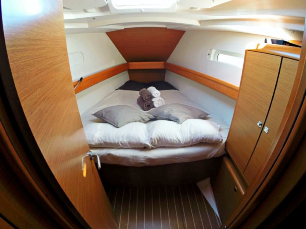 Jeanneau Sun Odyssey 439 between personal and professional Balearic Islands