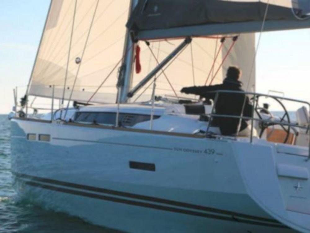 Boat rental Jeanneau Sun Odyssey 439 in Balearic Islands on Samboat