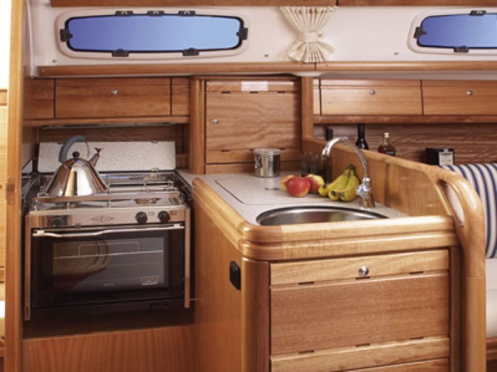 Boat rental Bavaria Bavaria 30 Cruiser in Puerto Deportivo Tomás Maestre on Samboat