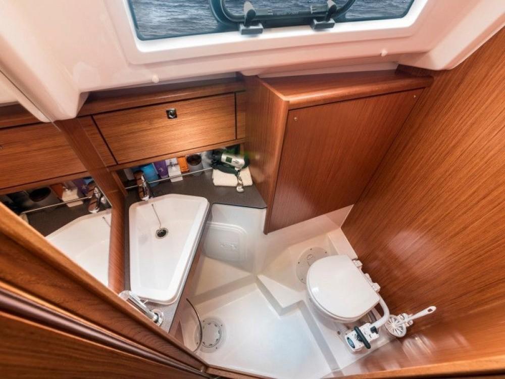 Rent a Bavaria Bavaria 34 Cruiser Puerto Deportivo Tomás Maestre