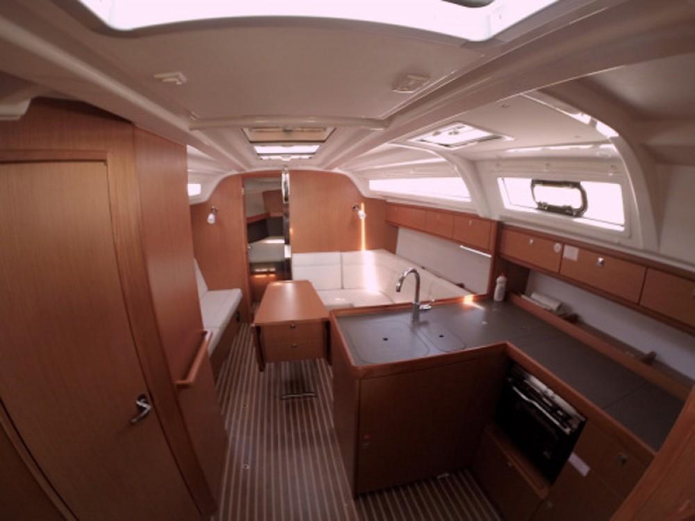 Rental Sailboat in Grad Zadar - Bavaria Bavaria Cruiser 37
