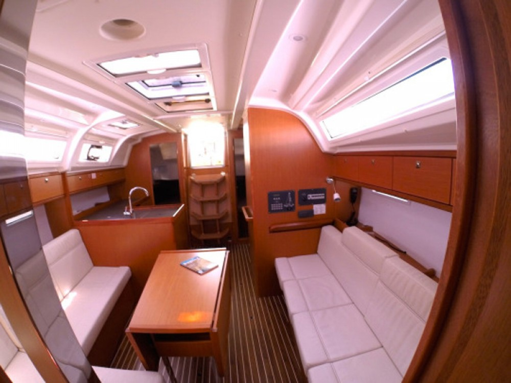 Rent a Bavaria Bavaria Cruiser 37 Grad Zadar