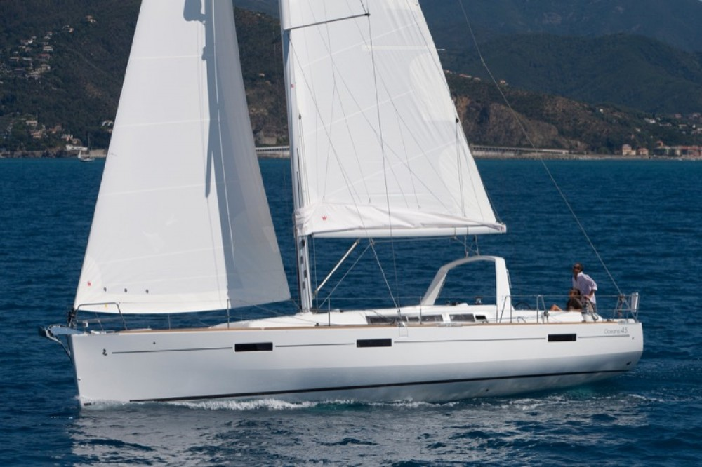 Bénéteau Oceanis 45 between personal and professional Capo d'Orlando