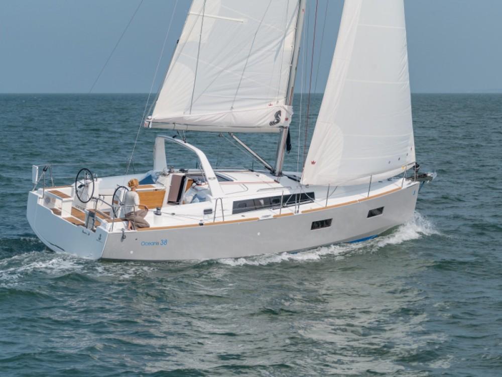 Bénéteau Oceanis 38.1 between personal and professional Marina d'Arechi