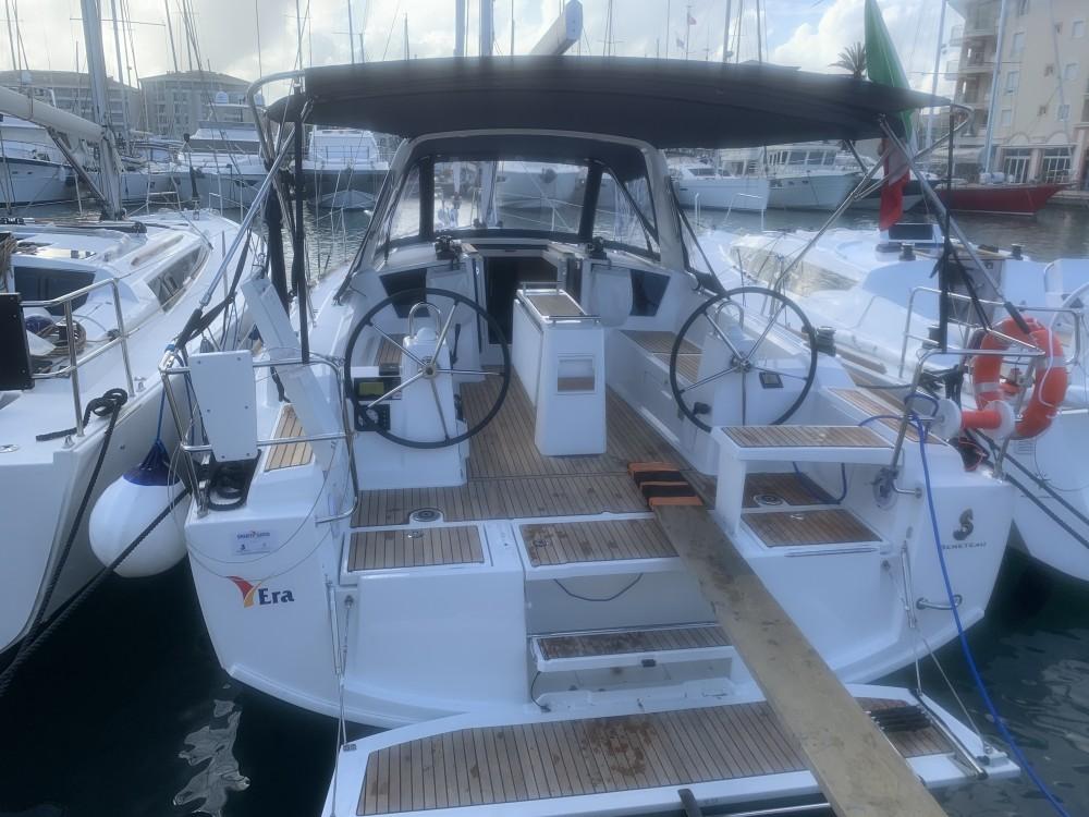 Rent a Bénéteau Oceanis 38.1 Salerno