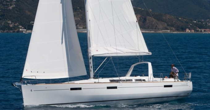 Boat rental Bénéteau Oceanis 45 in Marina di Portorosa on Samboat