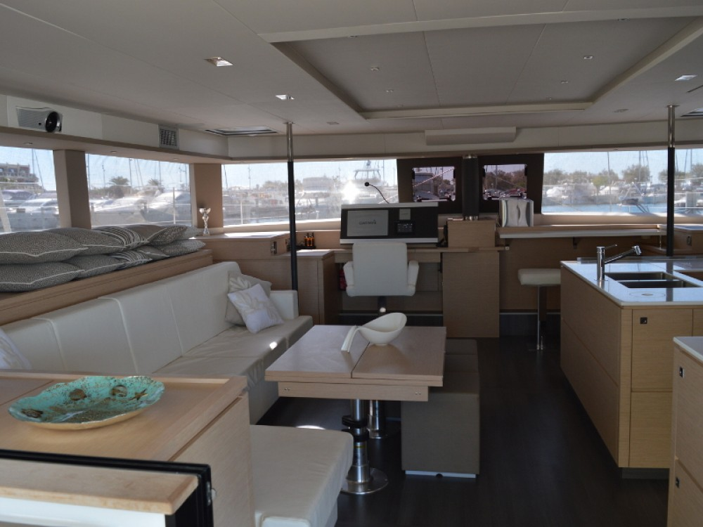 Fountaine Pajot Victoria 67 between personal and professional Gassin