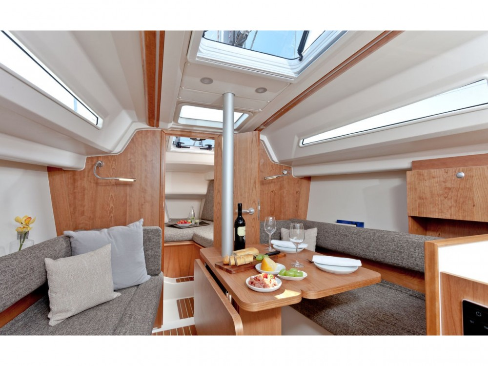 Rental yacht Gassin - Hanse Hanse 315 on SamBoat