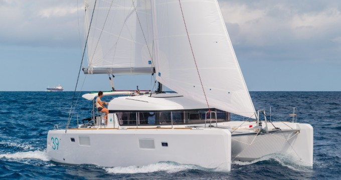 Rental Catamaran in San Vincenzo - Lagoon Lagoon 39