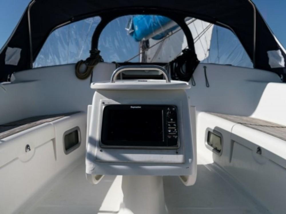 Boat rental Bénéteau Cyclades 50.4 in Nettuno on Samboat
