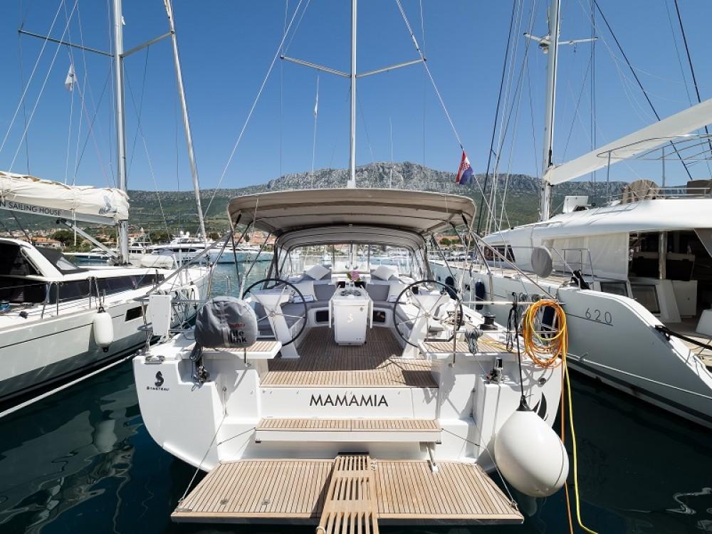Rental Sailboat in Marina Kaštela - Bénéteau Oceanis 51.1