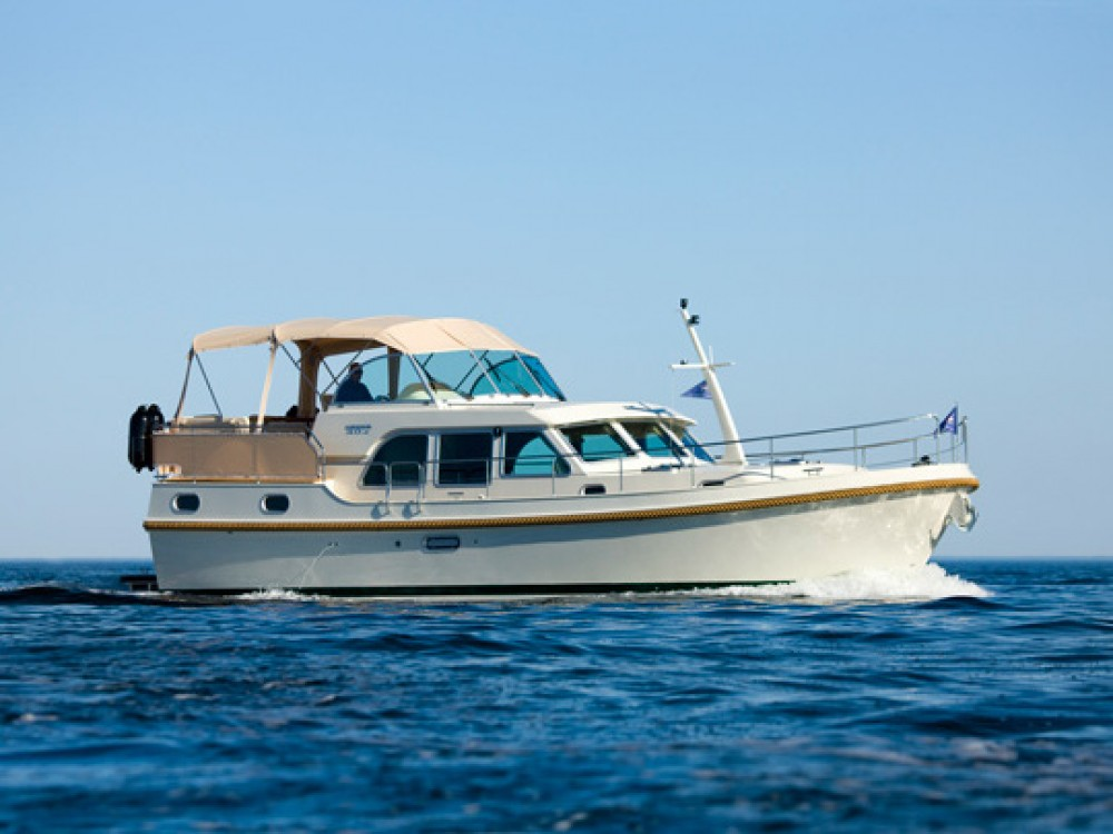 Motor boat for rent Noord-Beveland at the best price