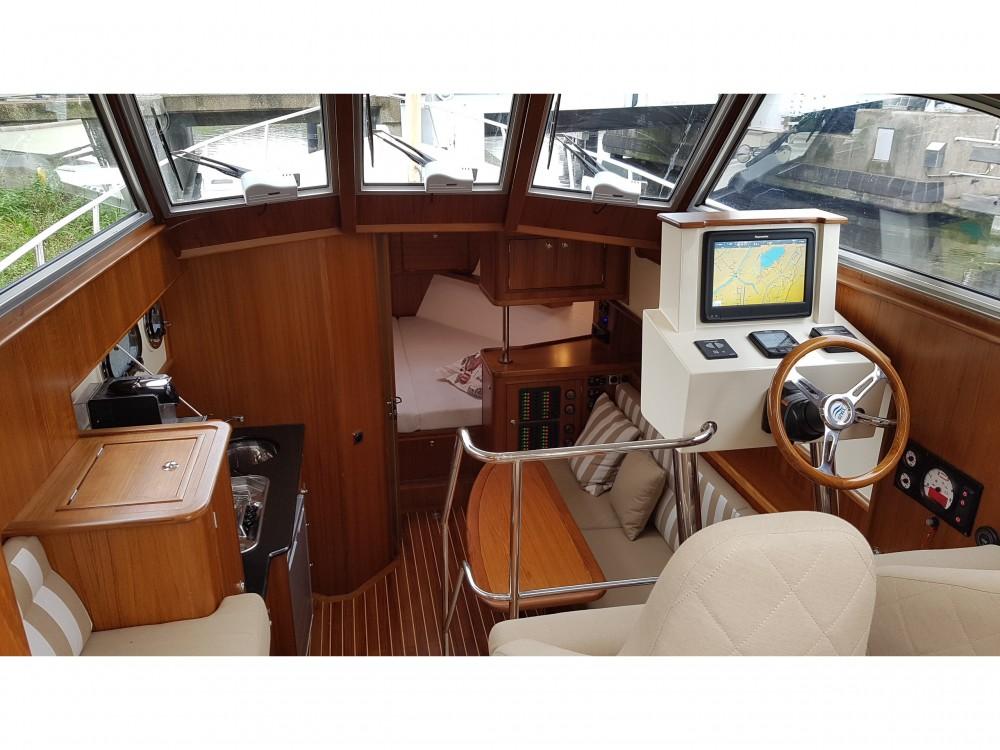 Boat rental Noord-Beveland cheap Newport Bass HT