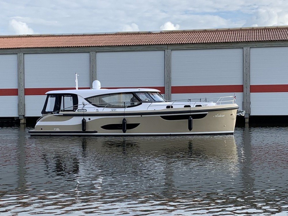 Motorboat for rent Kortgene at the best price