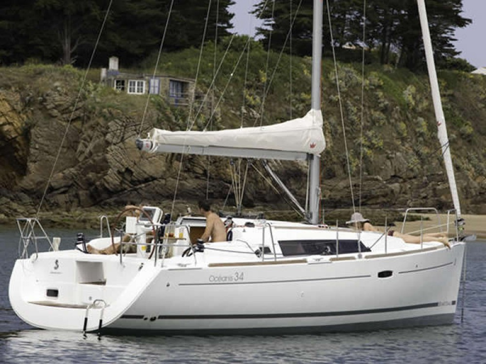 Boat rental Bénéteau Oceanis 34 in  on Samboat