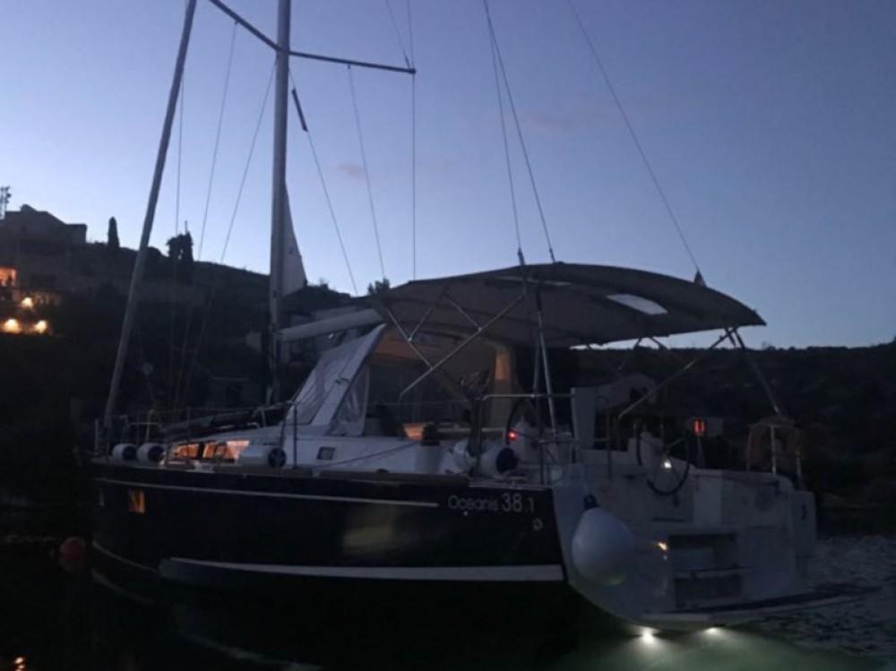 Boat rental Bénéteau Oceanis 38.1 in Donji Seget on Samboat