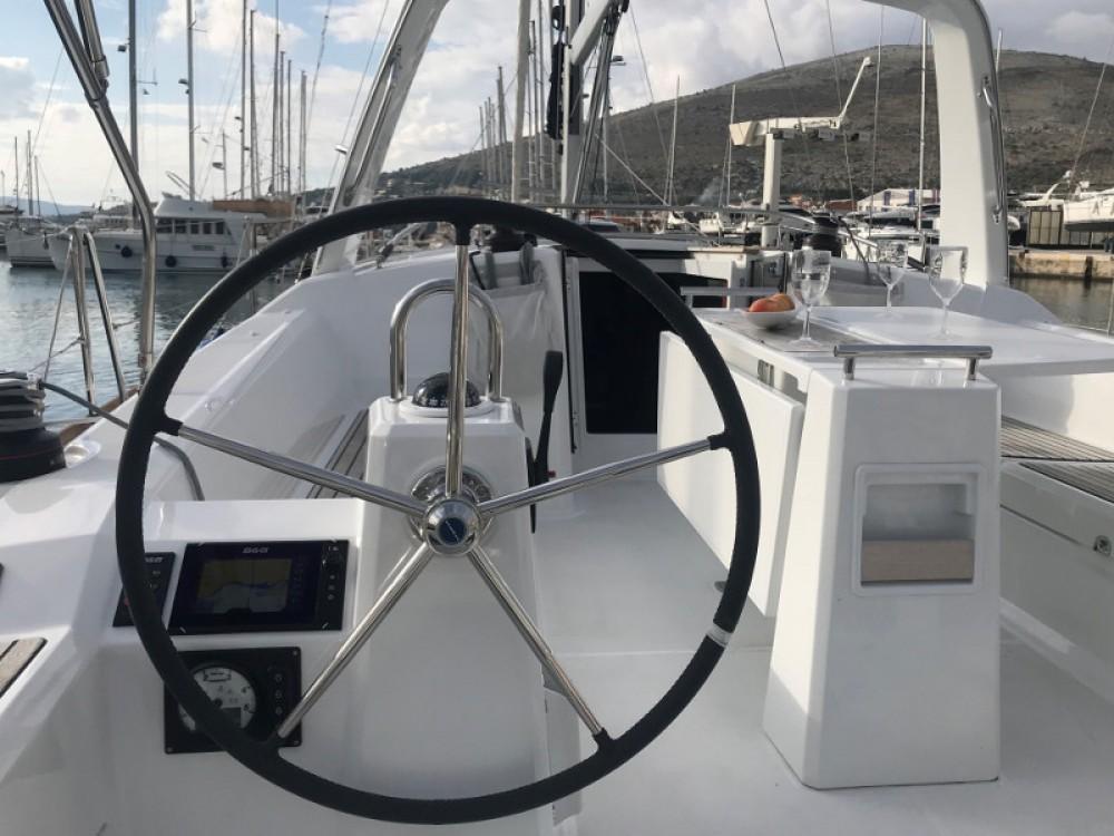 Rental yacht Donji Seget - Bénéteau Oceanis 38.1 on SamBoat