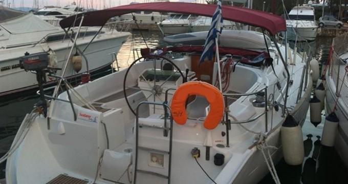 Rental Sailboat in Alimos - Bénéteau Oceanis 411