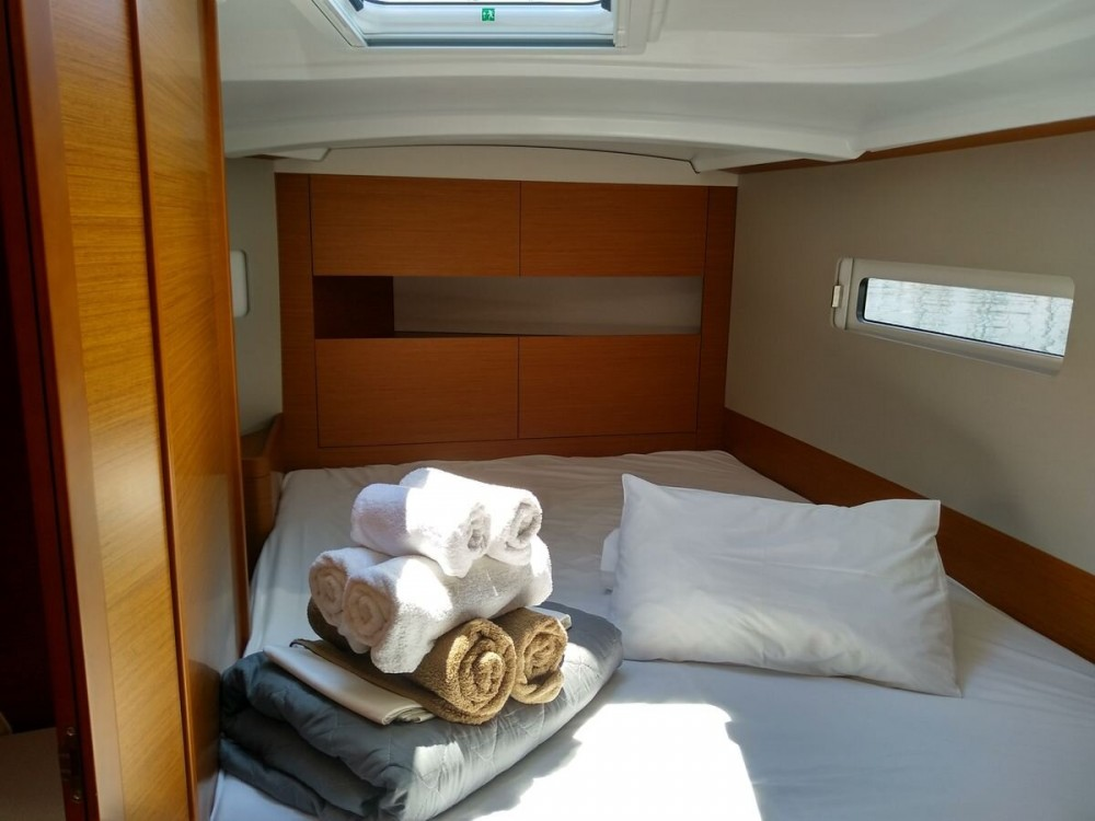 Rental yacht Alimos Marina - Jeanneau Sun Odyssey 410 ( INVENTER)  on SamBoat