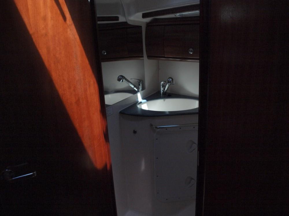 Boat rental Bavaria Bavaria 44 in Capocesto on Samboat