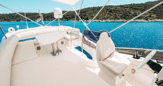 Rental Motorboat in Seget Donji - Azimut Azimut 43 Fly
